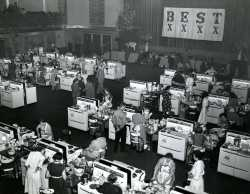 Black and white photograph of the first Pillsbury Bake-Off in New York City at the Waldorf-Astoria Hotel, 1949.