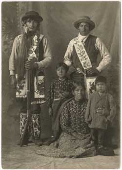 Photograph of Ojibwe family