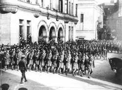 Black and white photograph of the Minnesota Home Guard on parade in St. Paul, 1917.