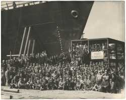 Black and white photograph of a shipbuilding crew at Port Cargill, Savage, ca. 1941.