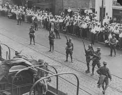 Black and white photograph of National Guard troops keeping a crowd back during a raid on strike headquarters in Minneapolis, 1934.