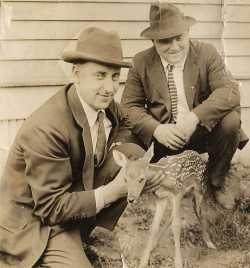Photograph of Bert Onsgard with Billy the deer, Lake Superior Zoo, 1923.