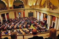 Governor Mark Dayton delivering an address to state legislators