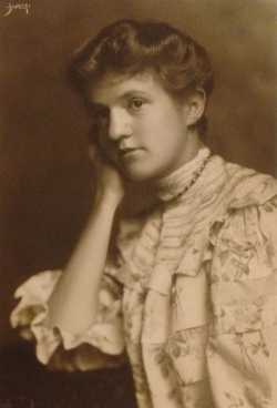 Black and white photograph of Frances E. Andrews, ca. 1907.
