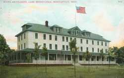 Color postcard of the Hotel Keewaydin, c.1910.