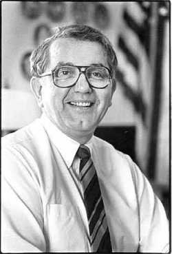 Black-and-white photograph of Minnesota governor Rudy Perpich, c.1986