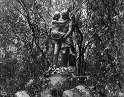 Hiawatha and Minnehaha statue, Minneapolis