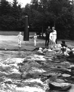 Visitors at Mississippi River headwaters, Itasca State Park