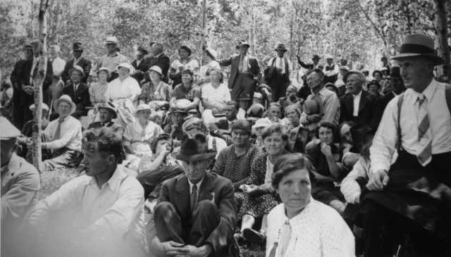 Black and white photograph of a crowd of Mesaba Co-op Park visitors on lawn, 1938.