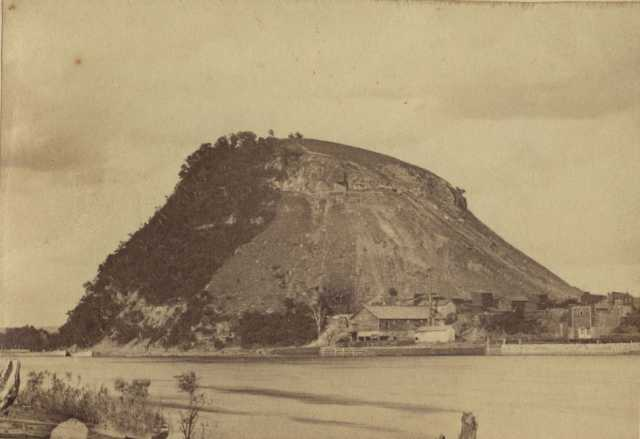 postcard photograph showing Barn Bluff limestone formation
