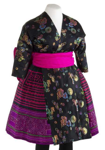 Green Hmong women's ensemble