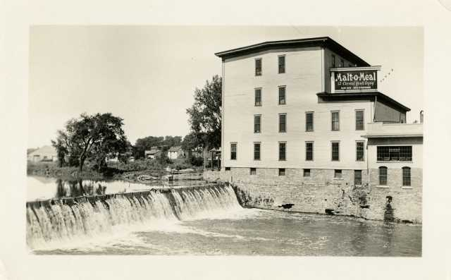 The Ames Mill in Northfield, Minnesota, shortly after the Campbell Cereal Company moved in, 1930. Used with the permission of Northfield Historical Society.