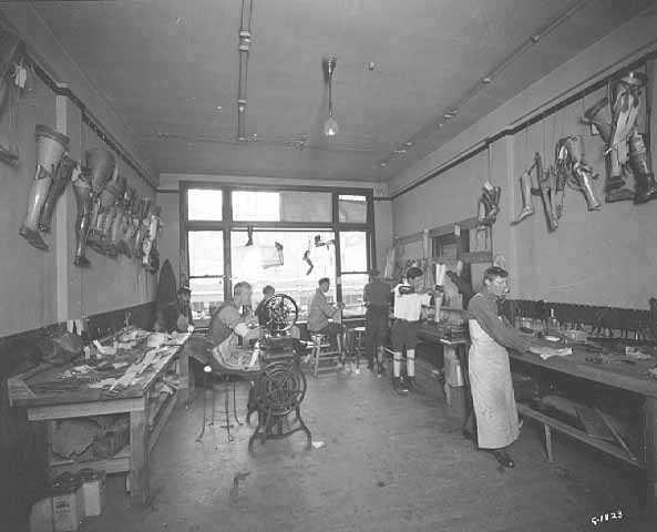 Black and white photograph of the interior of the Artificial Limb Company, Minneapolis. 1918.
