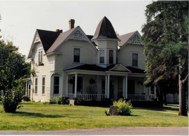 The H. G. Leathers House, St. Francis, Minnesota, July 1990. Photographer unknown. Used with the permission of Anoka County Historical Society (Object ID# 3000.3.31).