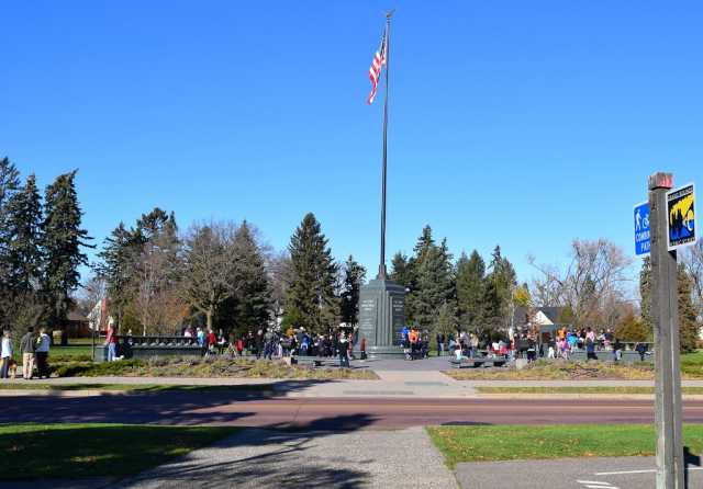 Flag pole on Victory Memorial Drive
