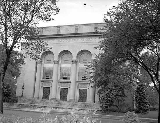 Black and white photograph of Adath Jeshurun Congregation, 3400 Dupont Avenue South, Minneapolis, 1948.