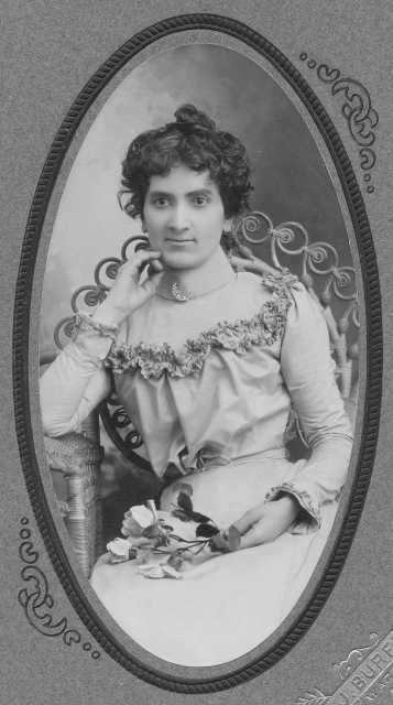 Black and white portrait of Susie Schmitt Hanson, c.1885.