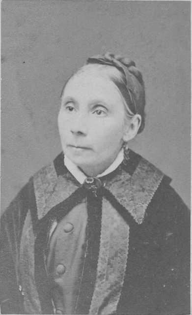 Photographic portrait of Susan Hazeltine, the first schoolteacher in Carver County, c.1855. Photograph Collection, Carver County Historical Society, Waconia.