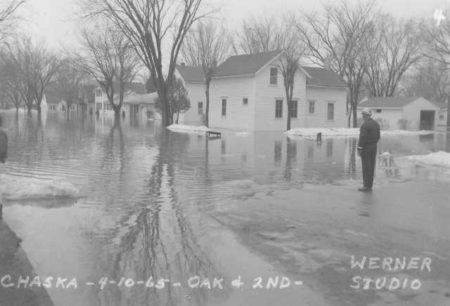 Black and white photograph of Chaska Flood, Oak and Second Streets, 1965