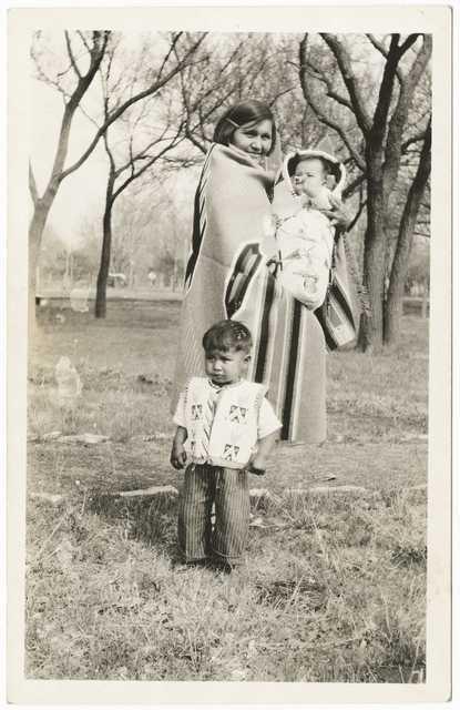 Dakota woman and children
