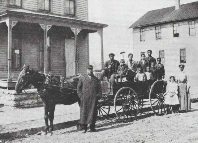 Black and white photograph of Crispus Attucks moves to 1537 Randolph Avenue in Highland Park, 1908.