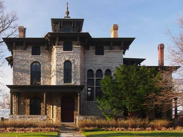 Color image of the Burbank-Livingston-Griggs House, St Paul, 2013. Photograph by Wikimedia Commons user McGhiever.