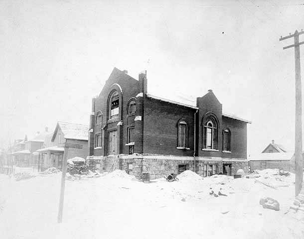 1909 Photograph showing the B'nai Abraham Synagogue under construction