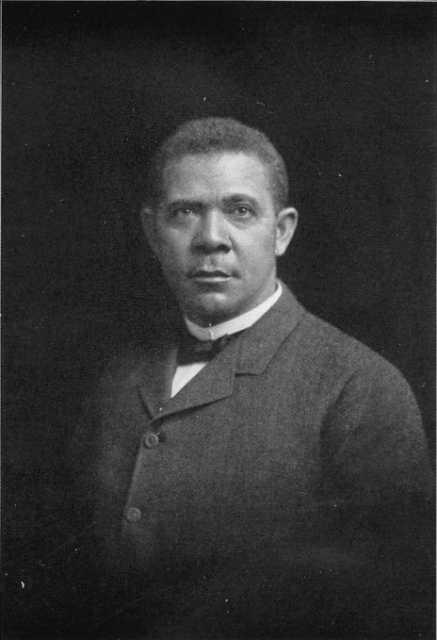 Black and white photograph of Booker T. Washington, c.1906.