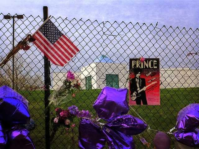 Fan tributes to Prince outside Paisley Park