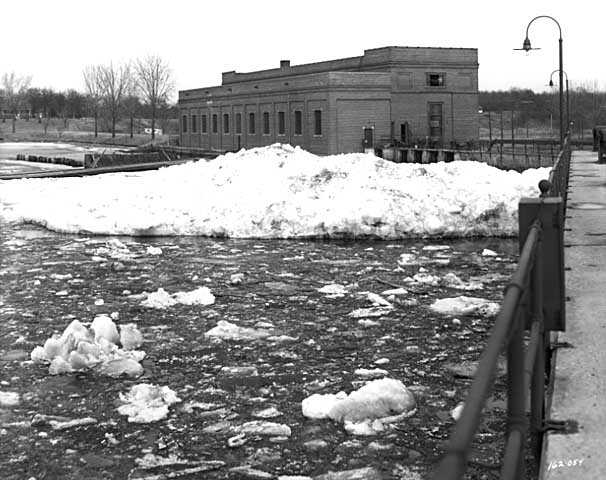Power plant and dam on the Mississippi River, Coon Rapids