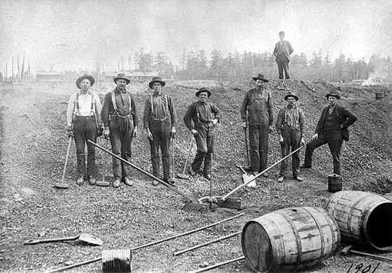 Blast hole drilling crew at the Mahoning Mine, Hibbing