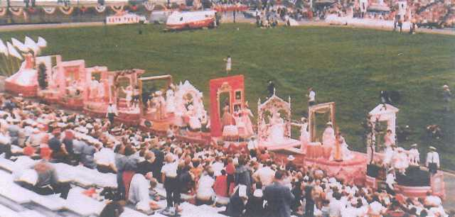 "Dayton's ""Century of Fashion"" float, 1956"