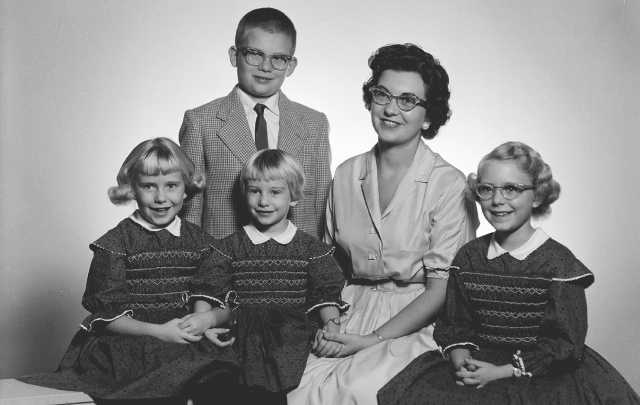 Black and white photograph of Carol Thompson with her children, Margaret, Amy, Patty, and Jeff, c.1961.