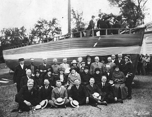 Norwegian Minnesotans posed for a picture with a sloop (boat).