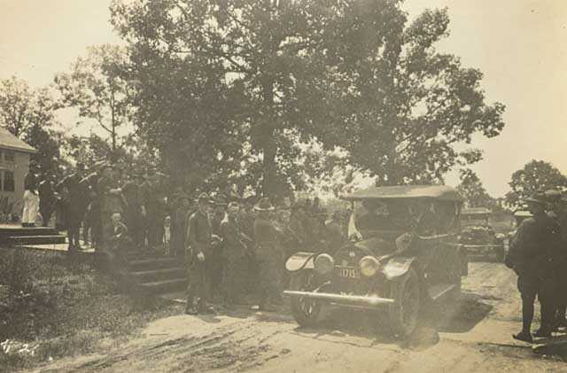 Black and white photograph of Red Cross Auxiliary providing transportation to soldiers, c.1918.