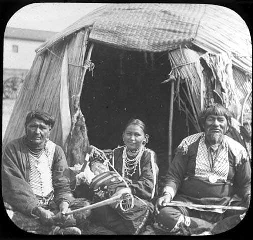 The Dakota chief Black Hawk, Green Cloud, and family members photographed by T.W. Ingersoll c.1900.
