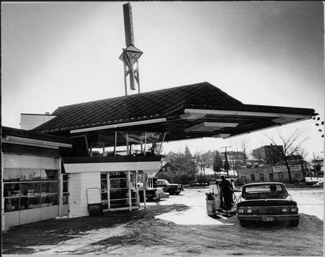 Frank Lloyd Wright gas station, Cloquet.