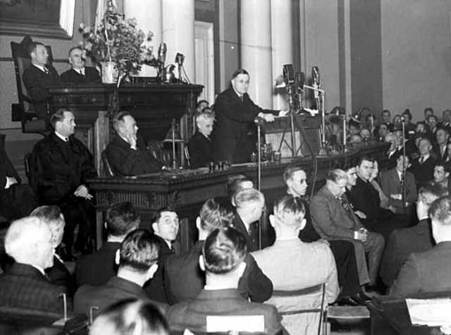 Black and white photograph of the inauguration of Elmer Benson as governor of Minnesota,1937. Photographed by the St. Paul Daily News.