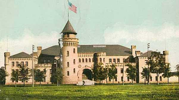 Paper postcard depicting the University of Minnesota Armory, c.1905.