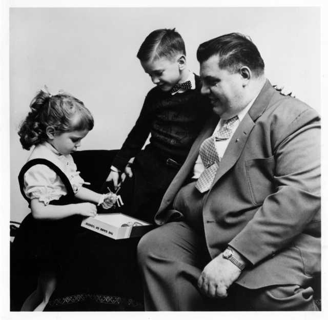 Herbert Schaper and children