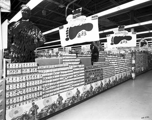 Green Giant display of canned goods in a grocery store