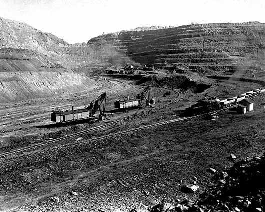 Black and white photograph of Mesabi Mountain open pit mine in Franklin, 1936. Photographed by Thor L. Nielsen.