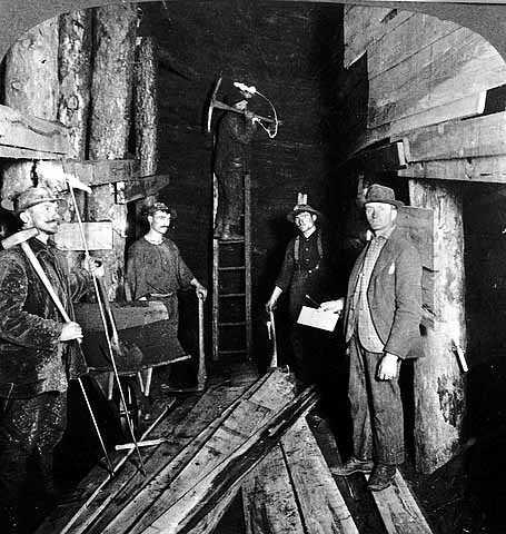 Underground mining on the Mesabi Range, 1906. Photo by Underwood & Underwood.