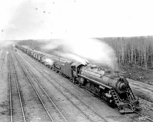 Black and white photograph of a Duluth, Missabe & Northern Railway ore train, Duluth, ca. 1920. Photographed by Louis Perry Gallagher.