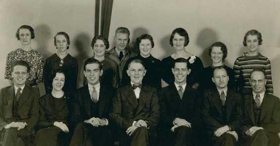 Black and white photograph of economics Laboratory employees, 1935.
