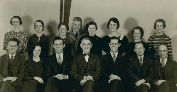 Black and white photograph of economics Laboratory employees, 1935.