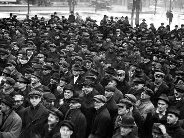 Black and white photograph of union supporters rallying in Rice Park on December 2, 1917.
