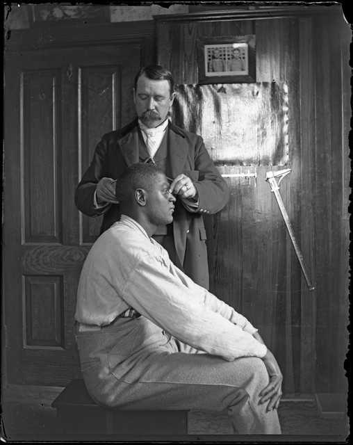 Measuring a prisoner's head