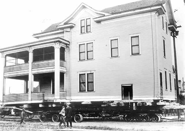 Residence of Frank Dear being moved, Hibbing
