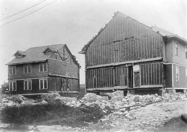 Oliver Iron Mining Company Clubhouse being moved, Hibbing